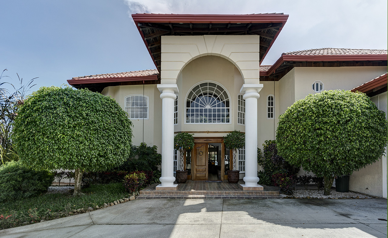 Costa rica stargate mansion for sale annalisa weller 39 s blog for Mansions in costa rica
