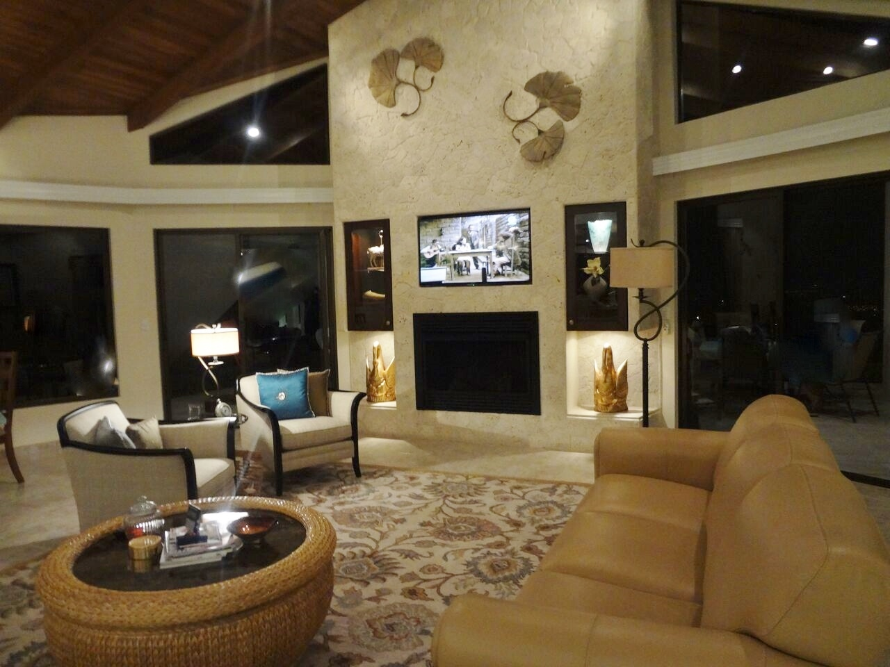 Costa rica mountain view estate for sale annalisa weller for Living room night